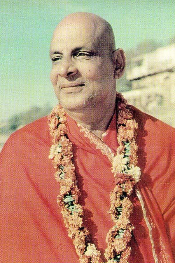This image has an empty alt attribute; its file name is sivananda-1.jpg